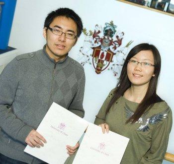 Students Zhang Yupeng and Cao Ting, from DUFE Dalian, China