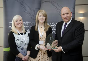University of Ulster student,Linda Hilditch, received the Marketing Institute of Ireland Award, presented by Tom Trainor and Course Director Mary Boyd.